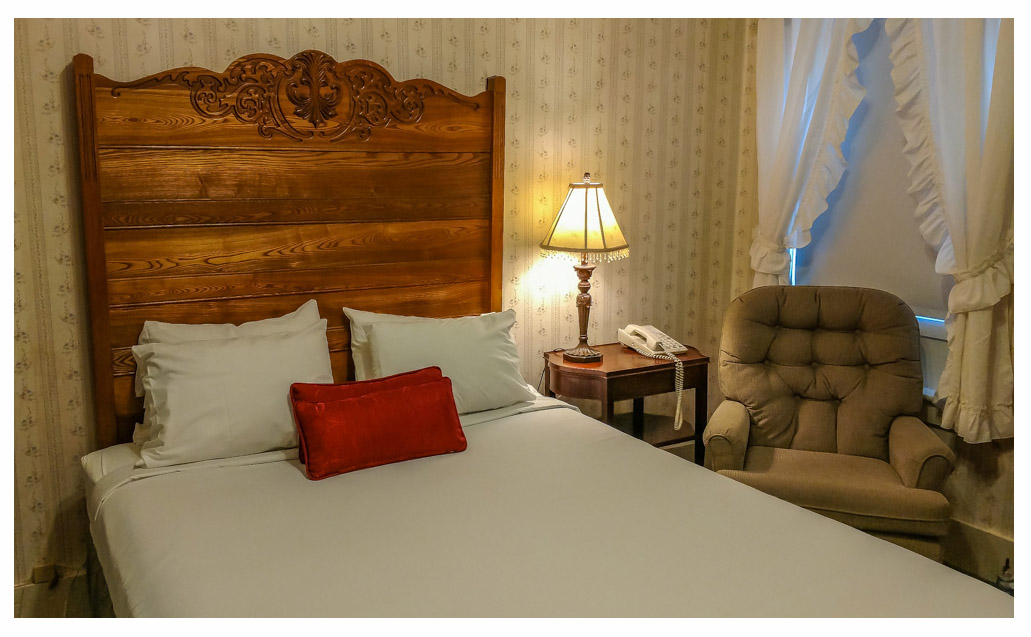 Classic Rooms in Littleton NH Hotels at Thayers Inn Room 13