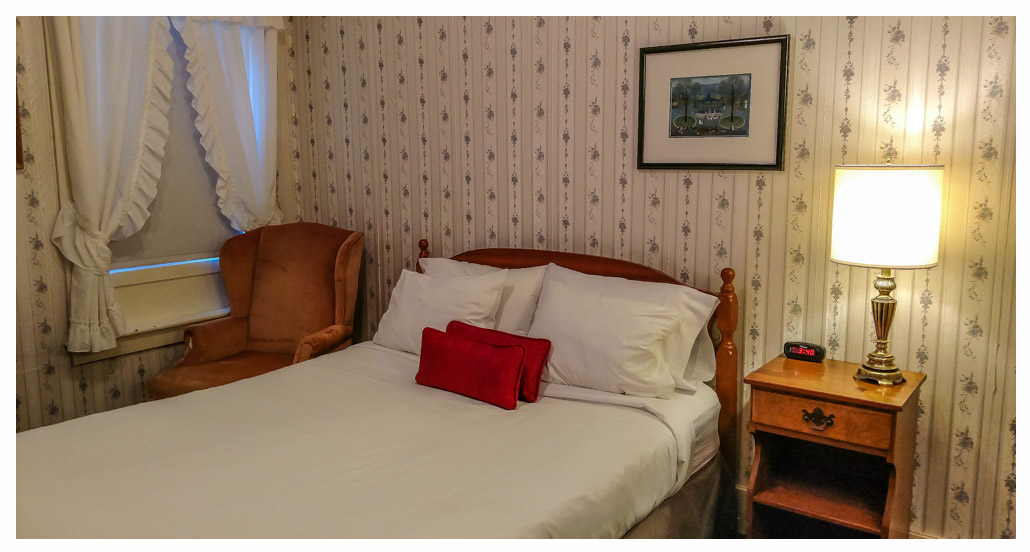 Classic Rooms in Littleton NH Hotels at Thayers Inn Room 15