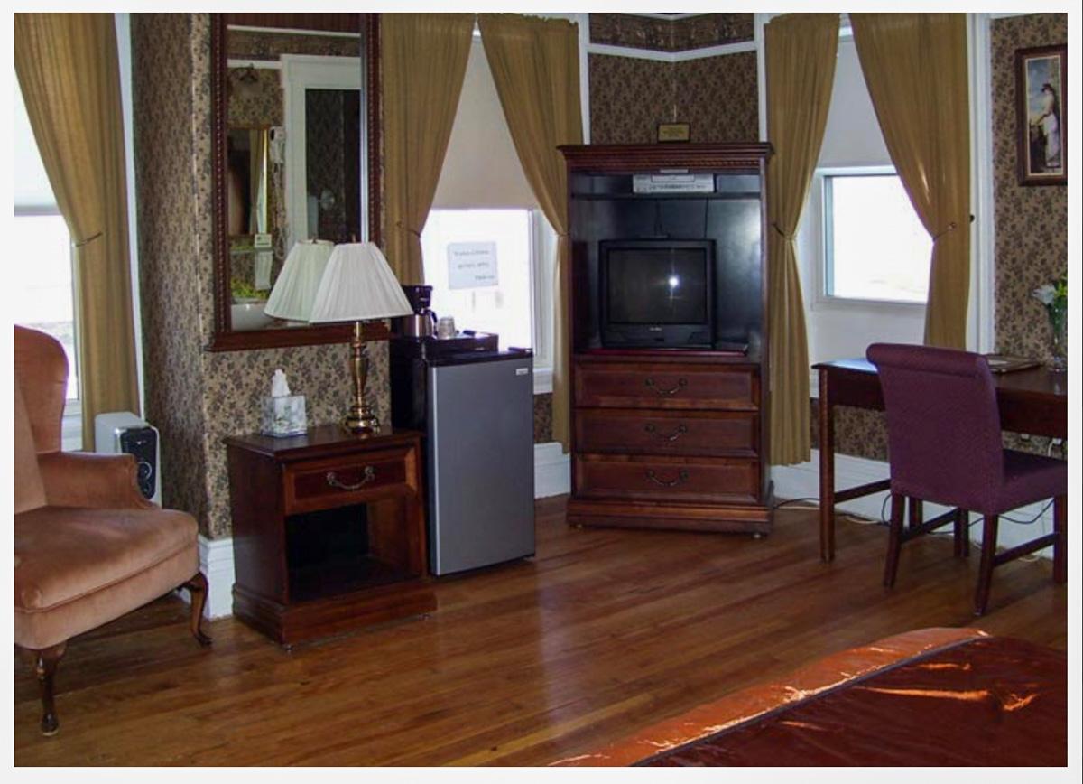 Littleton NH Hotels Classic Room 1