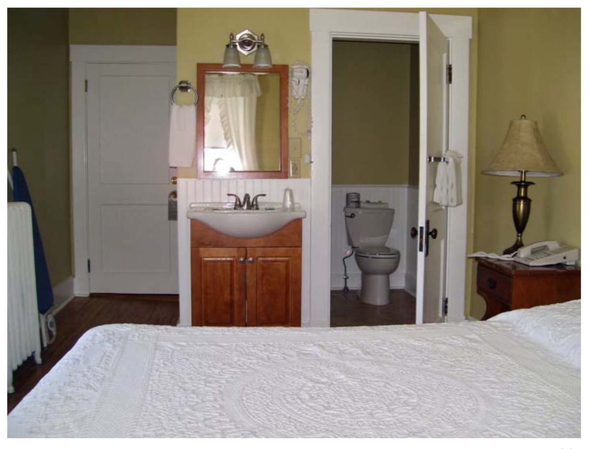 Classic Rooms in Littleton NH Hotels at Thayers Inn Room 14