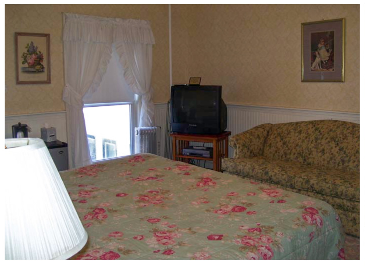 Classic Rooms in Littleton NH Hotels at Thayers Inn Room 25