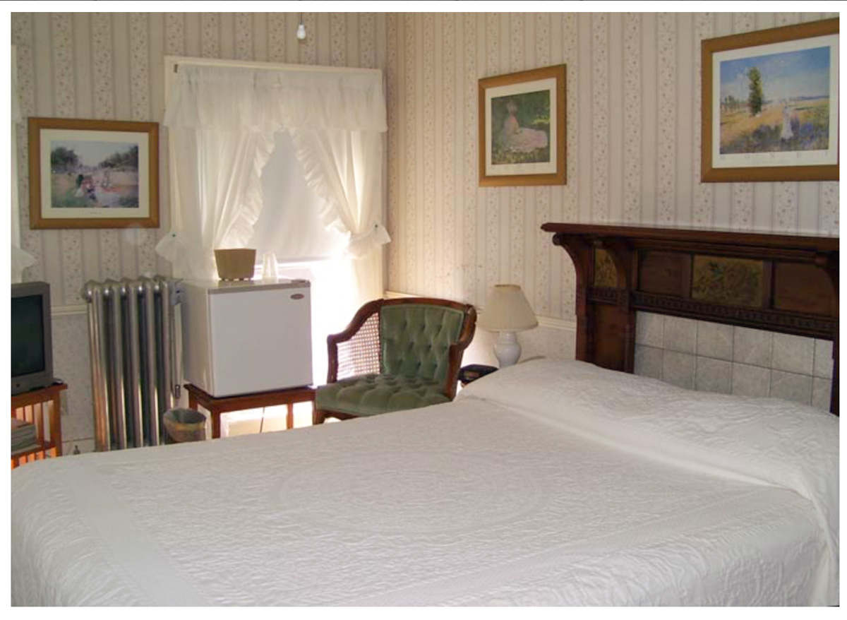 Classic Rooms in Littleton NH Hotels at Thayers Inn Room 28