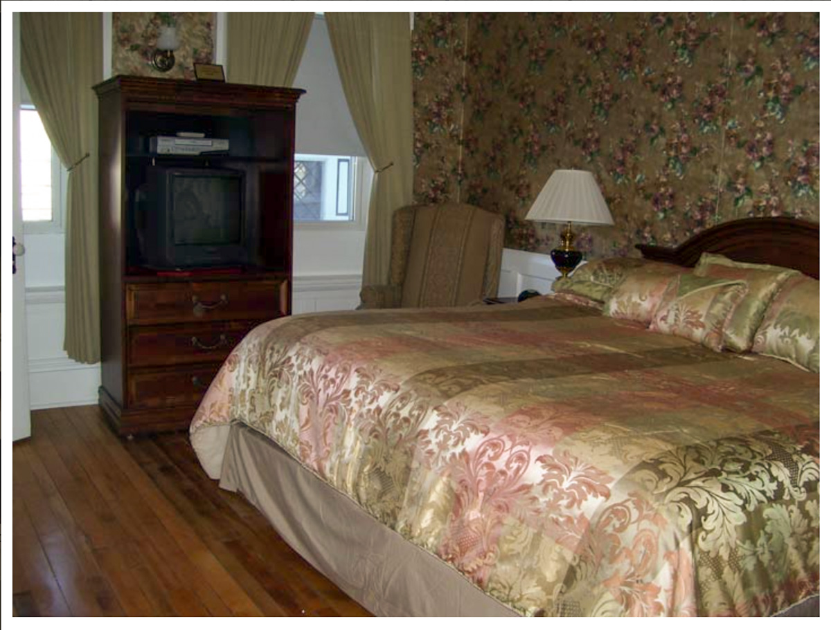 Classic Rooms in Littleton NH Hotels at Thayers Inn Room 3