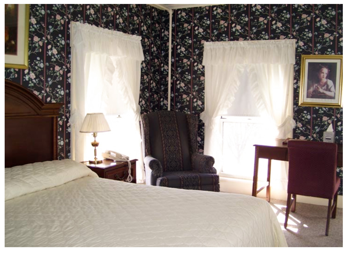 Classic Rooms in Littleton NH Hotels at Thayers Inn Room 30