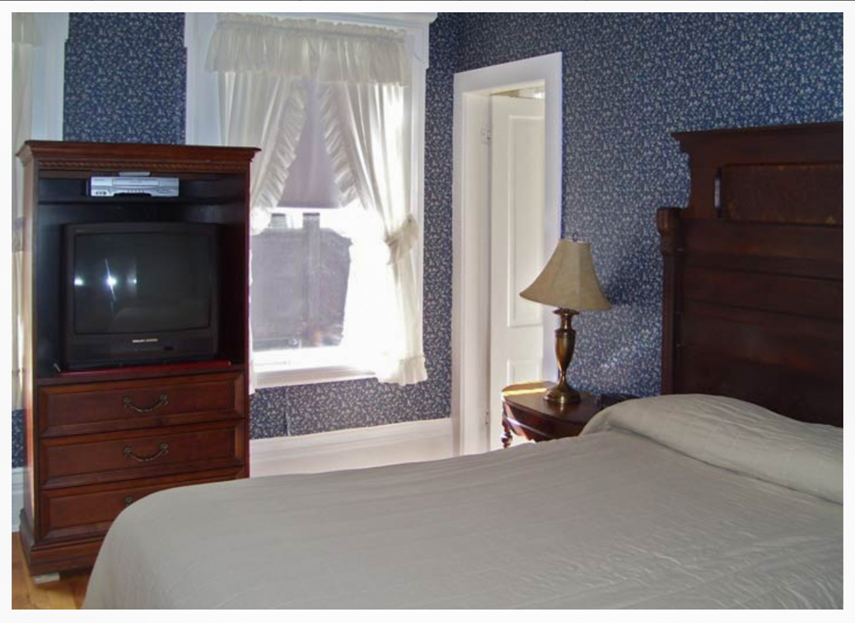 Classic Rooms in Littleton NH Hotels at Thayers Inn Room 4