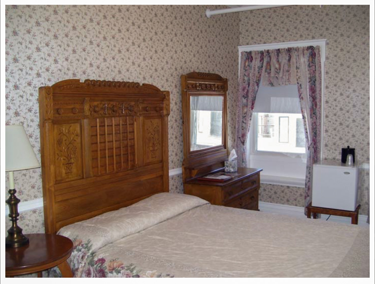 Classic Rooms in Littleton NH Hotels at Thayers Inn Room 5
