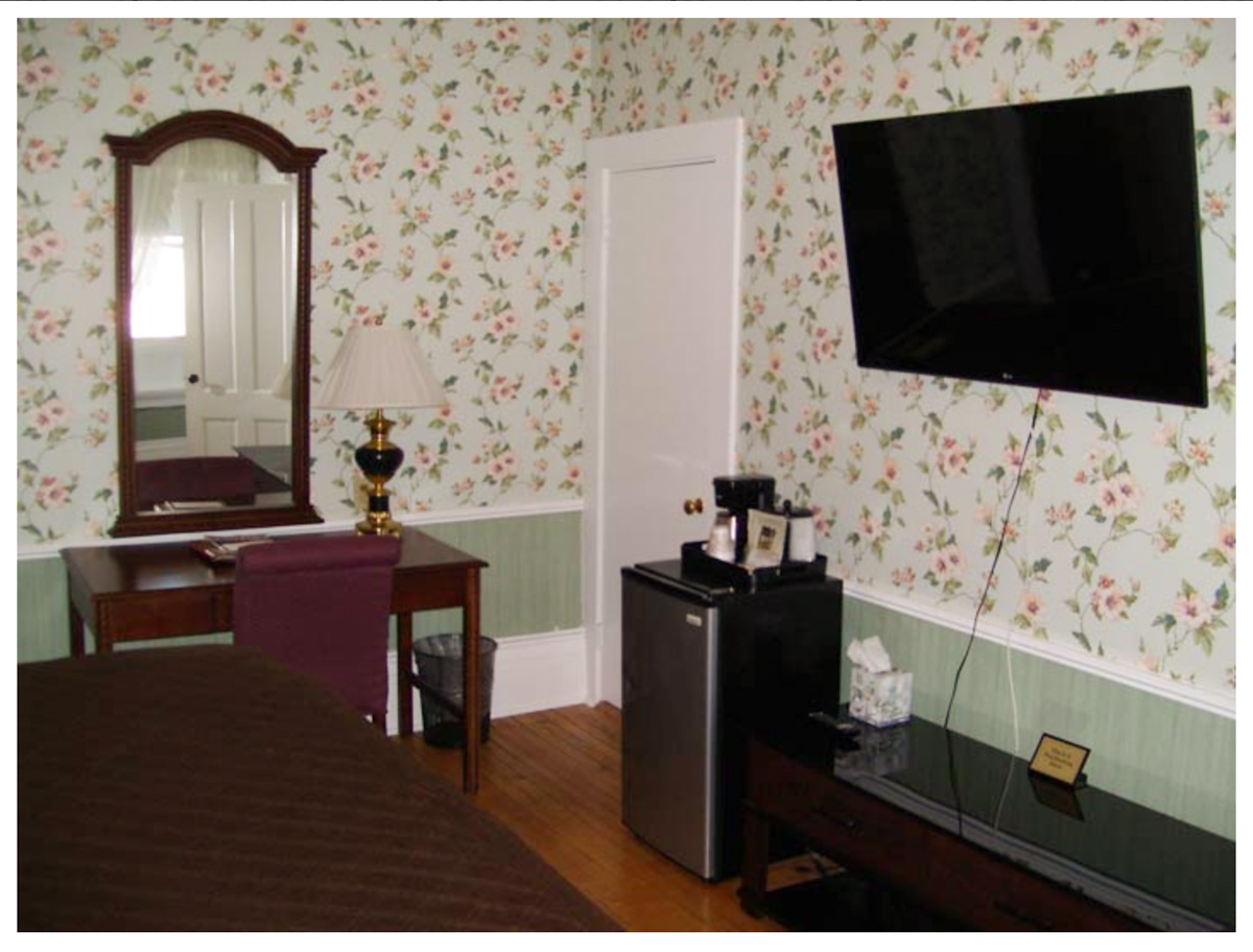 Classic Rooms in Littleton NH Hotels at Thayers Inn Room 7