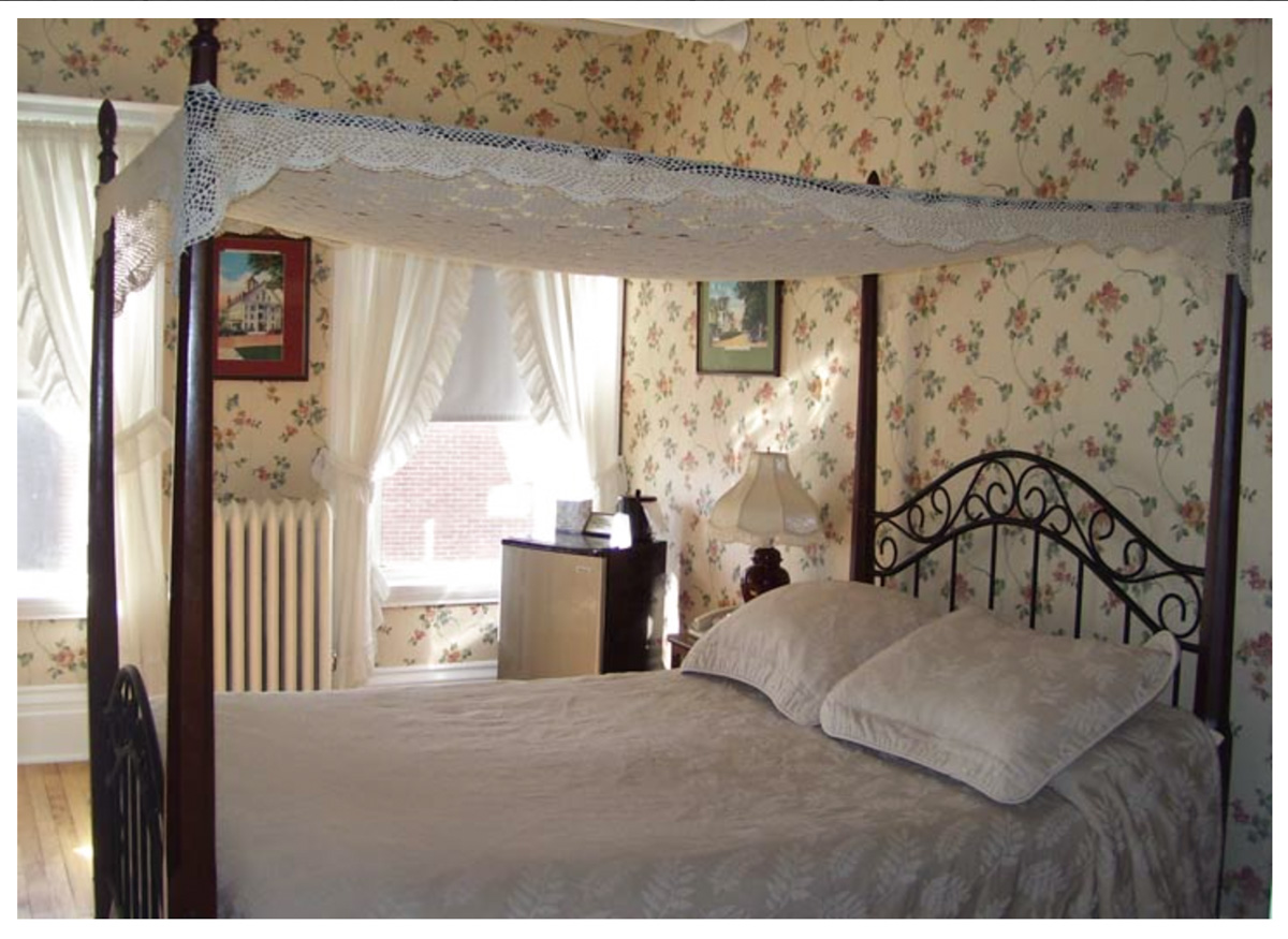 Classic Rooms in Littleton NH Hotels at Thayers Inn Room 8