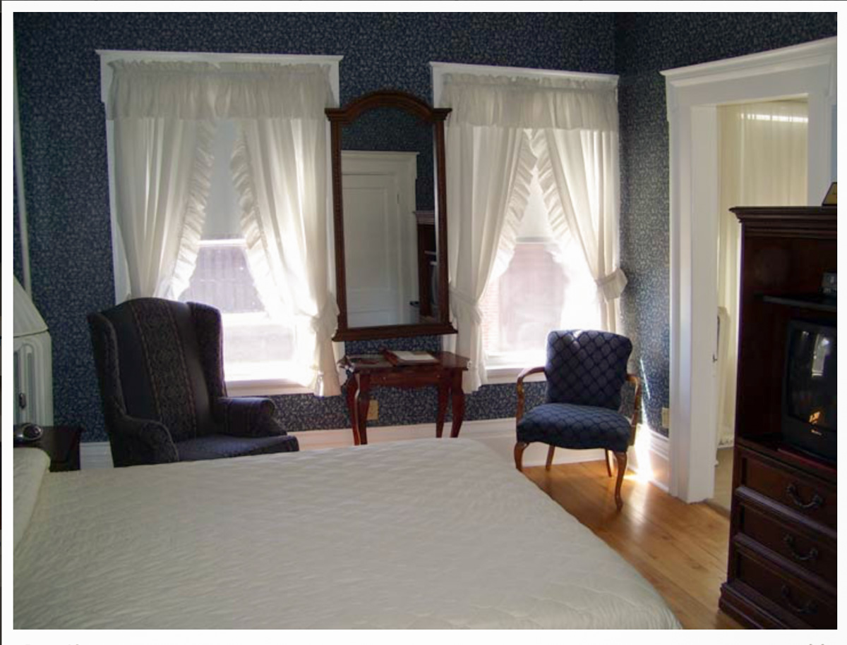 Classic Rooms in Littleton NH Hotels at Thayers Inn Room 10