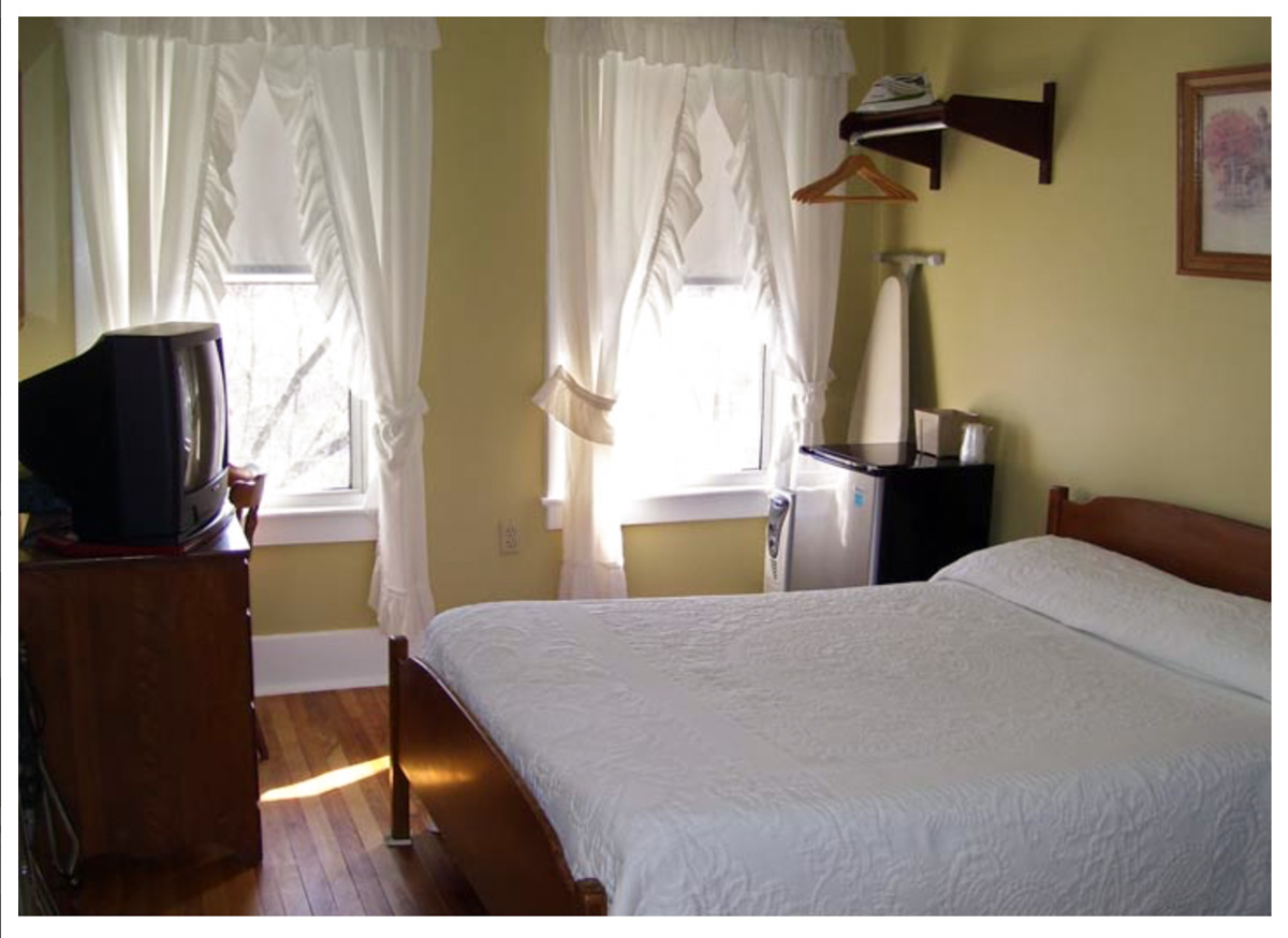 Classic Rooms in Littleton NH Hotels at Thayers Inn Room 18