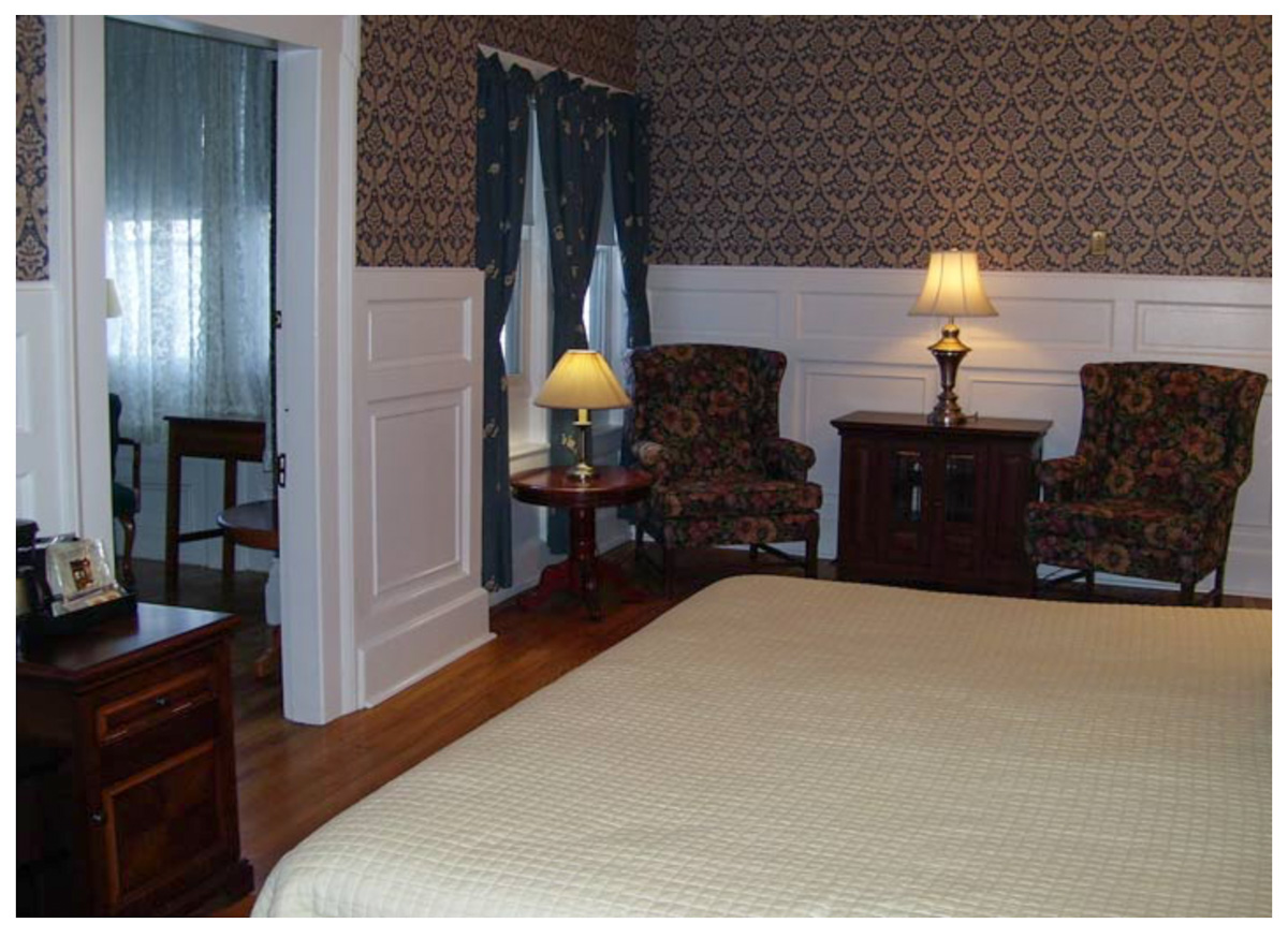 Littleton NH Lodging Family Suite 11