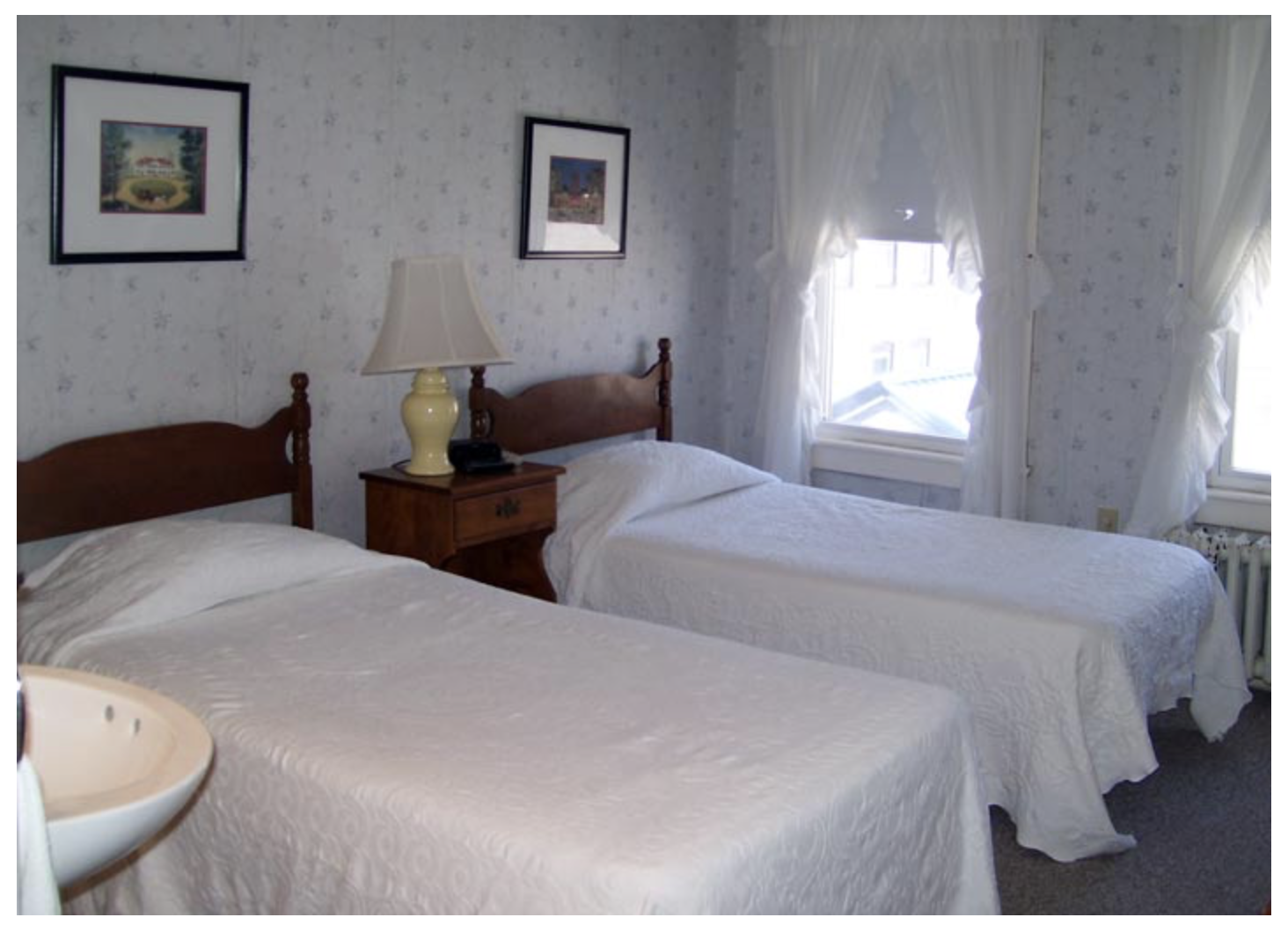 New Hampshire Hotel offers Historic Littleton NH Inn rooms