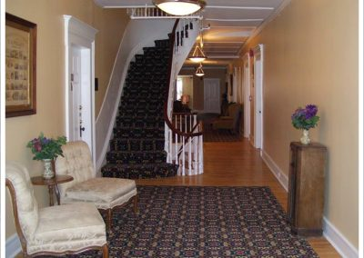 littleton-nh-hotel-bed-breakfast-white-mountains-2nd-floor-sitting-room