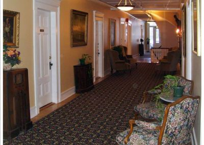 littleton-nh-hotel-bed-breakfast-white-mountains-2nd-floor-sitting-room-hall