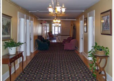 littleton-nh-hotel-bed-breakfast-white-mountains-3rd-floor-hallway