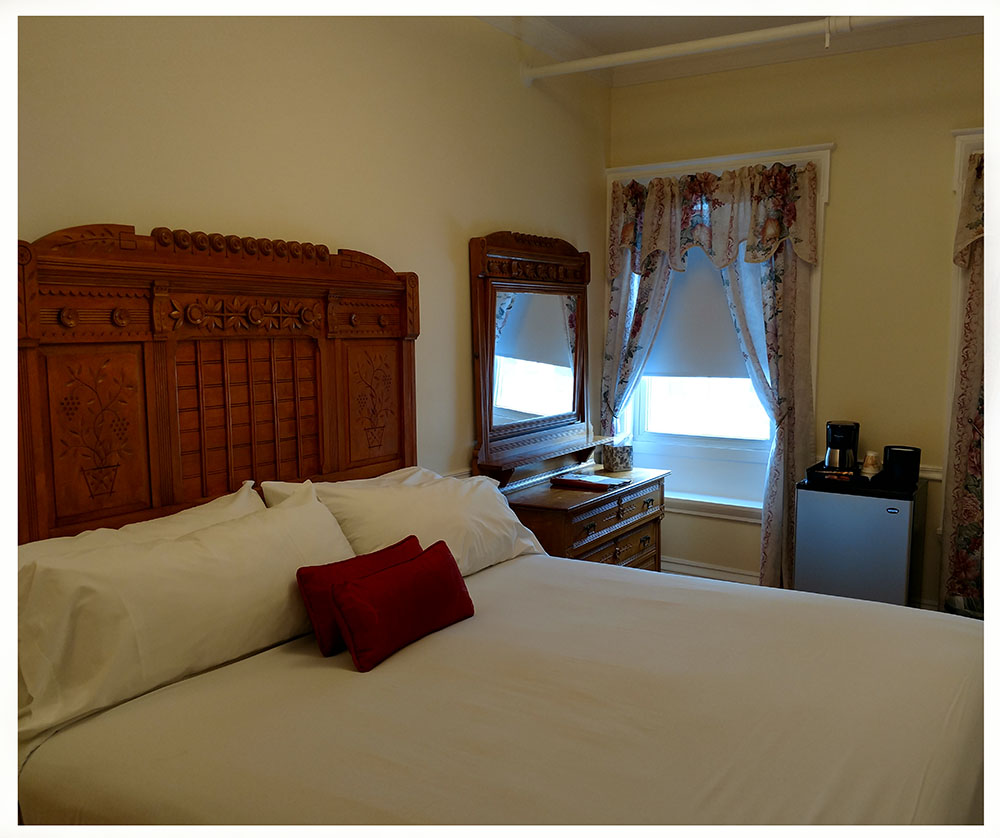 Superior Rooms in Littleton NH Hotels at Thayers Inn Room 5