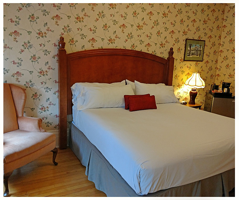 Superior Rooms in Littleton NH Hotels at Thayers Inn Room 8