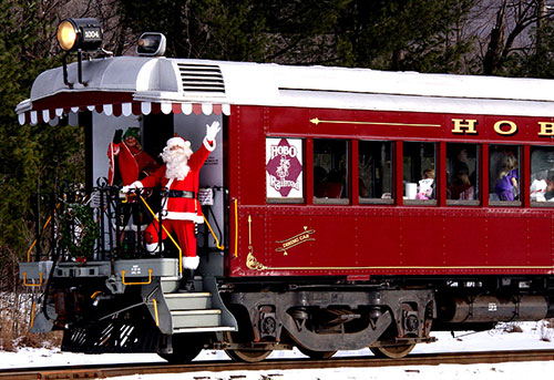 Journey-to-northpole-thayers-inn-Santas-Village-train
